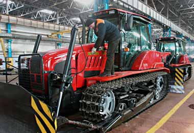 Сборку гусеничных тракторов белорусского производства планируется организовать в Уфе