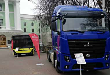 МАЗ представил новинки своей автотехники на выставке БНТУ