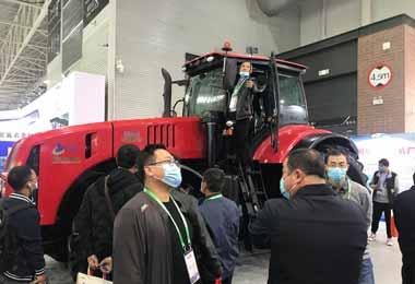 МТЗ представил новый трактор на выставке в Китае